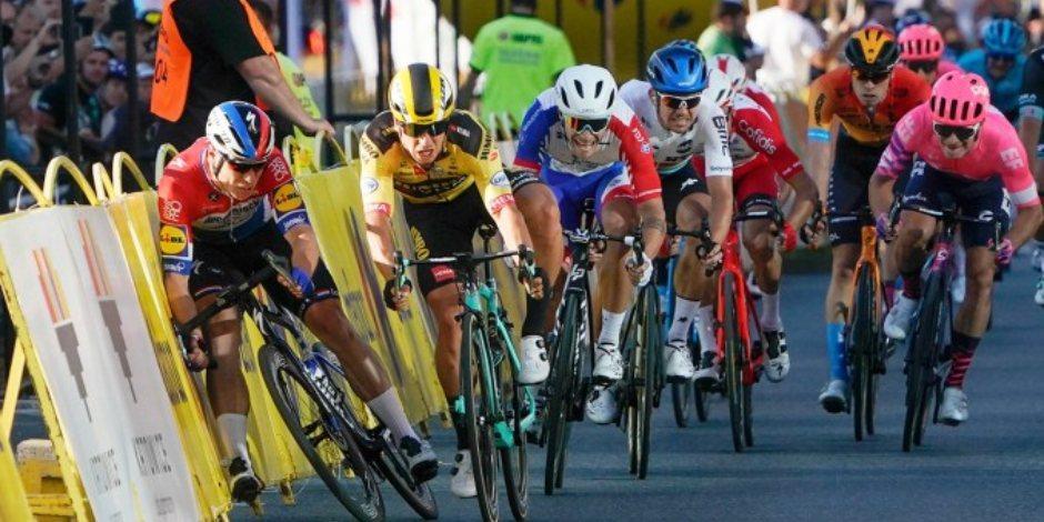 ¡Imágenes fuertes! Ciclista está crítico tras espeluznante caída en Vuelta a Polonia