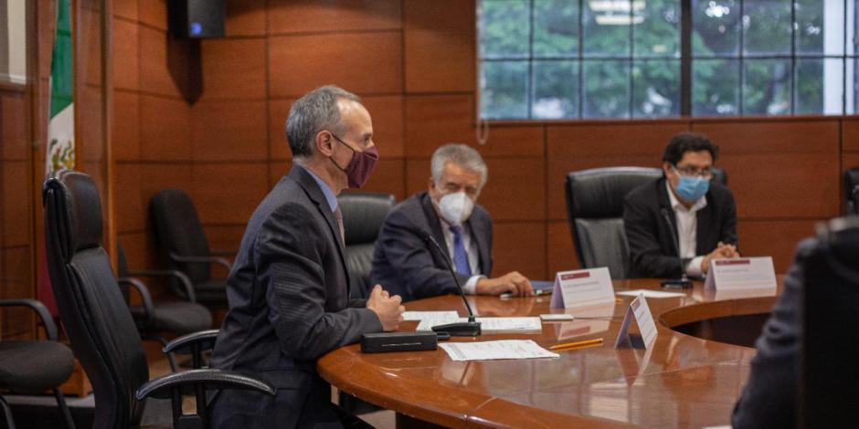 Subsecretario Hugo López-Gatell en reunión con farmacéutica