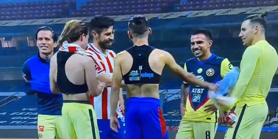 Tunden a Oribe por reírse con jugadores del América tras perder el Clásico; se defiende