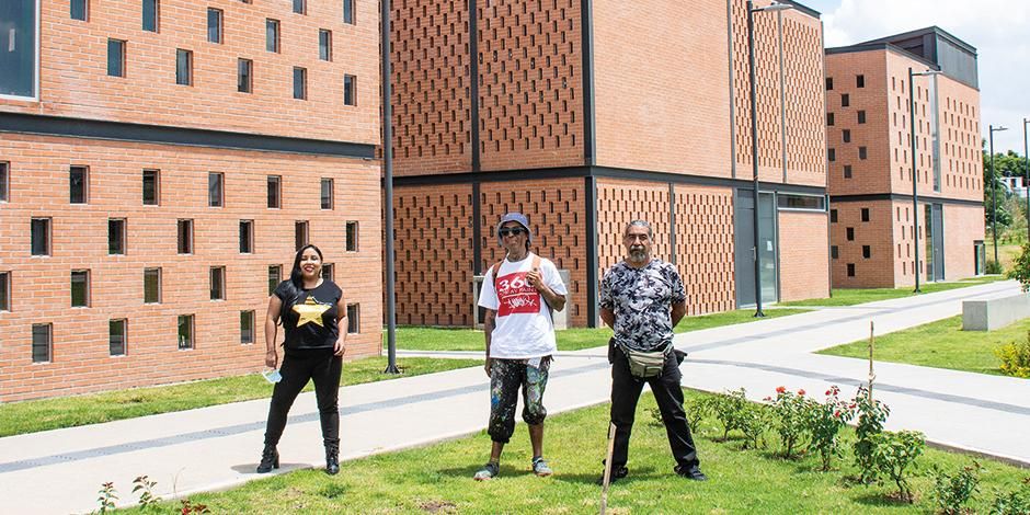 Luna Núñez, Yago y Jesús Villaseca, en  la escuela de cine.