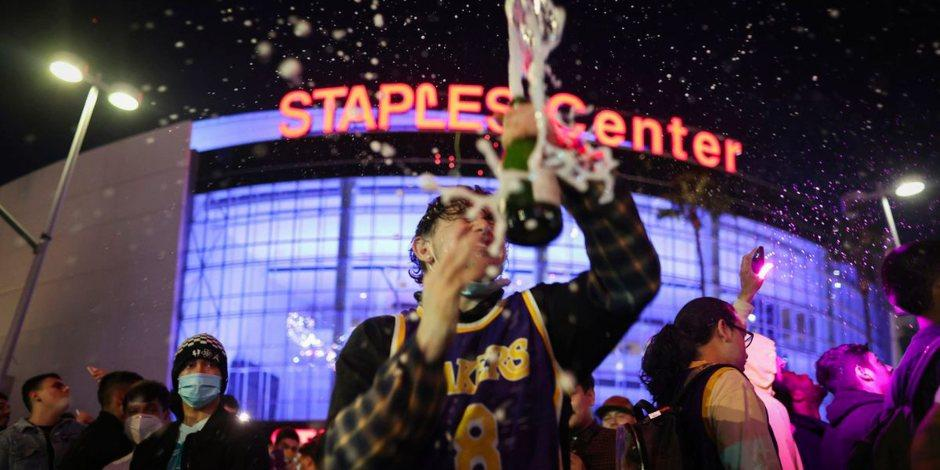 NBA: Así fue el festejo de la afición de Los Ángeles Lakers tras su título 17 (VIDEO)