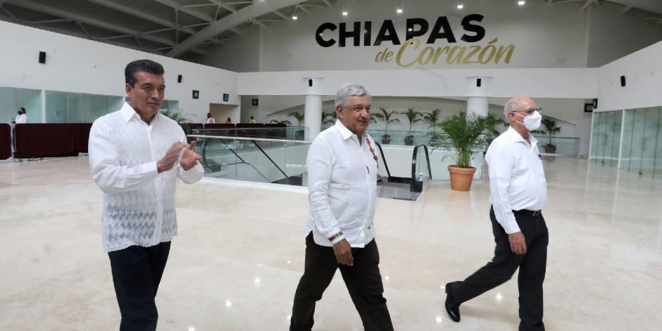 AMLO pide modernizar aeropuerto de Tapachula