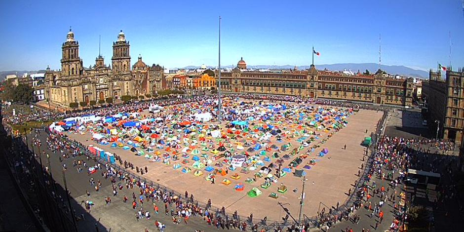 Marcha del millón llega al Zócalo