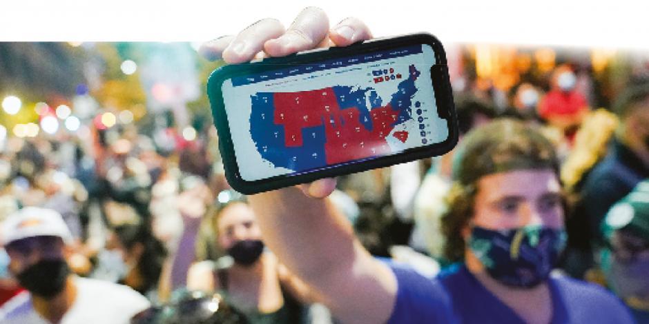 Ciudadanos salieron a las calles a celebrar el triunfo del demócrata Biden en Filadelfia, ayer.