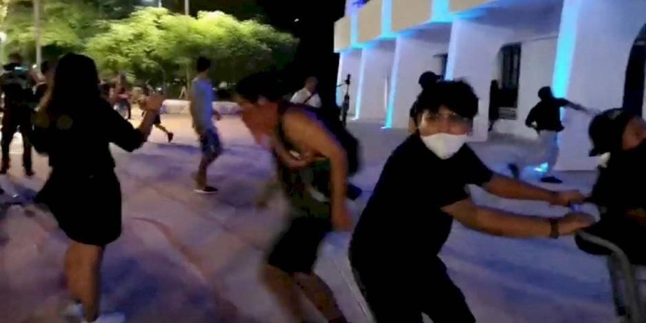 Policía de Cancún dispersa manifestación feminista con detonaciones al aire