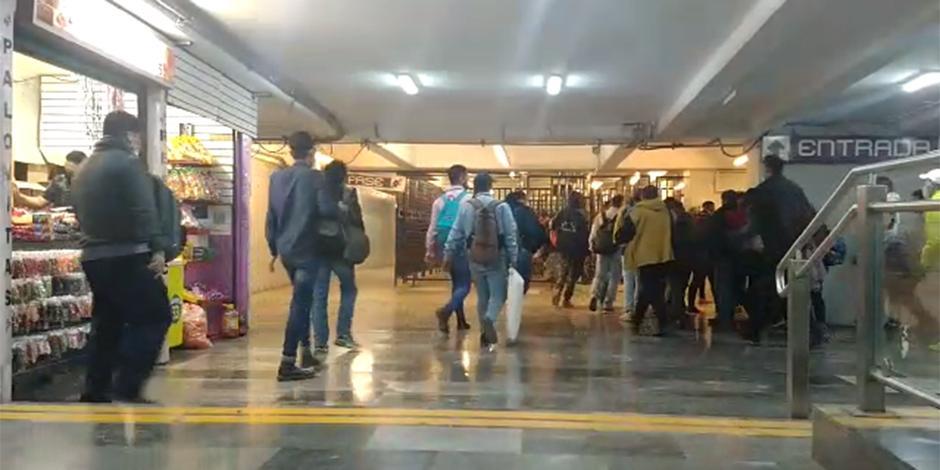 Afluencia de usuarios en el Metro.