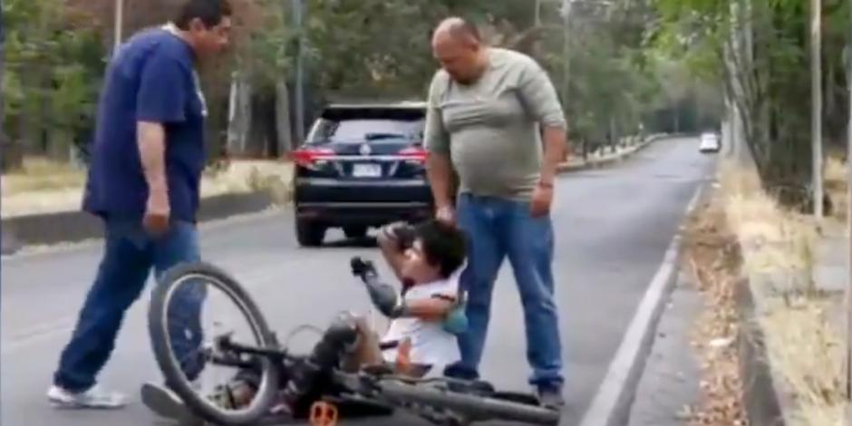 Funcionario de Semovi golpea a ciclista