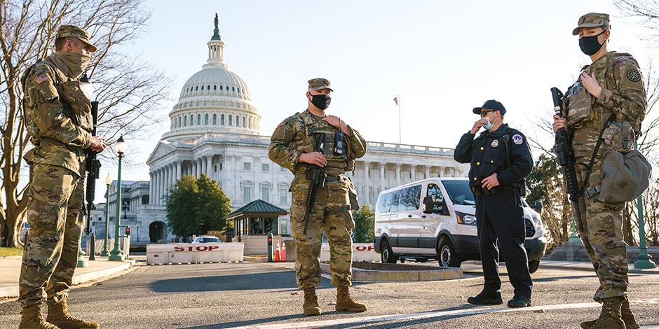 Efectivos de la Guardia Nacional refuerzan seguridad en el perímetro del recinto, ayer.