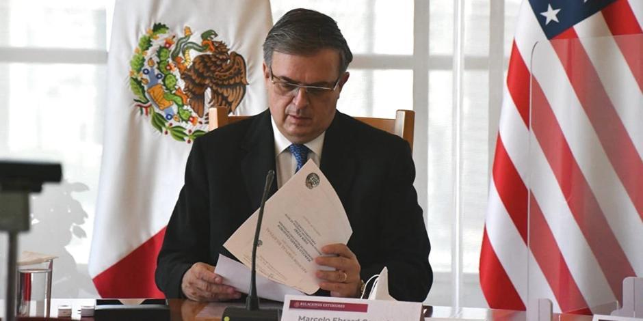 El secretario de Relaciones Exteriores, Marcelo Ebrard, en reunión de trabajo, ayer.