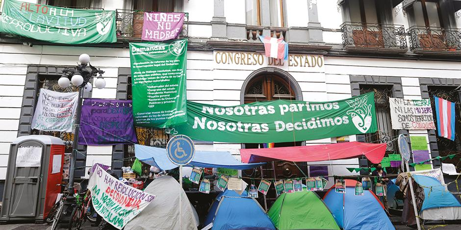 Plantón feminista en el Congreso de Puebla, el mes pasado.