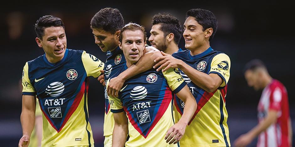 Jugadores del cuadro de Coapa festejan un gol en el Guard1anes 2021 de la Liga MX.