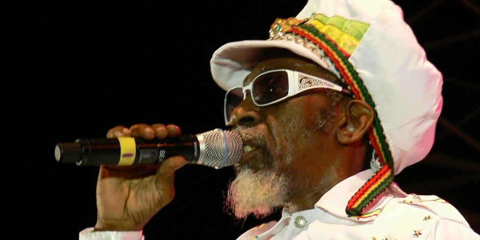 A diferencia de  sus amigos, Bunny Wailer salía poco de gira,  se quedó en Jamaica
