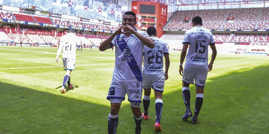 DANIEL ÁLVAREZ festeja el último gol de los camoteros, ayer, en el Nemesio Díez.