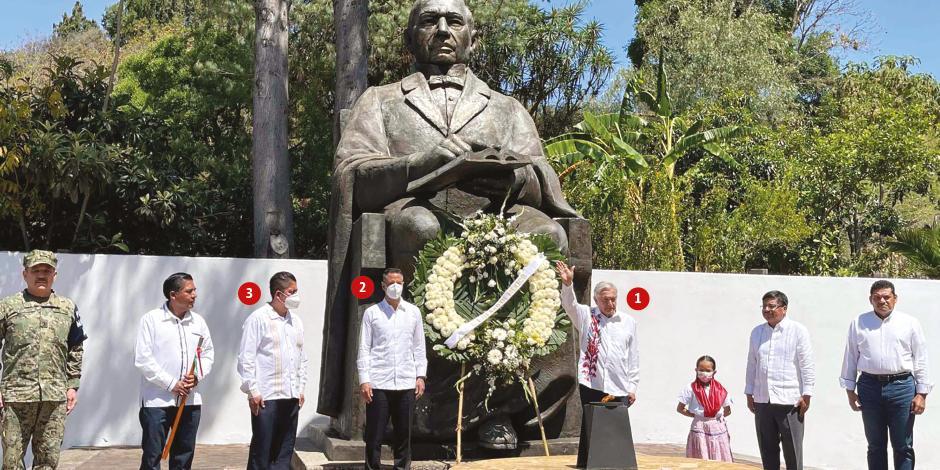 El mandatario federal (1), el gobernador de Oaxaca, Alejandro Murat (2), Federico Hernández Ramírez, alcalde del municipio (3), en el 215 Aniversario del Natalicio de Benito Juárez García, ayer.