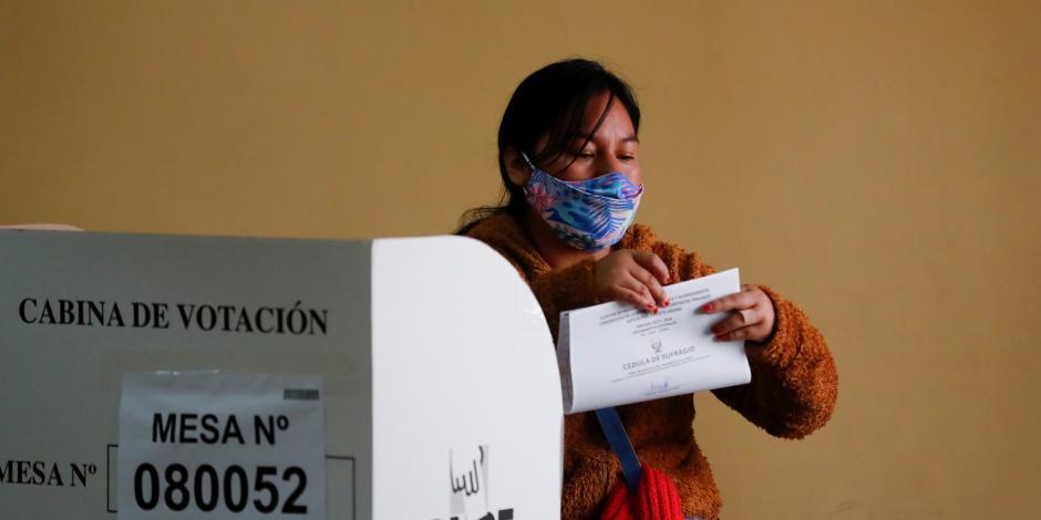 2021-04-11T145550Z_1356132901_RC2QTM91H4HO_RTRMADP_3_PERU-ELECTION-ARGENTINA