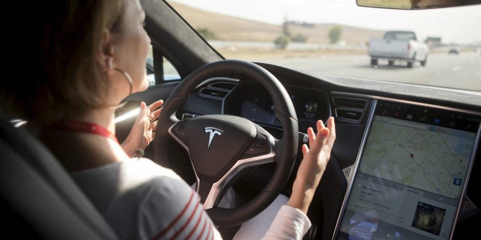 Dos fallecidos en un accidente de un Tesla sin conductor
