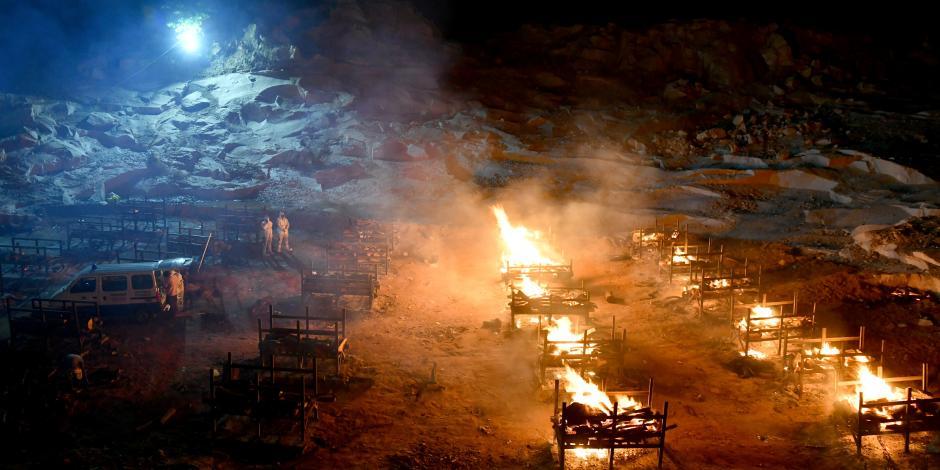Cuerpos de víctimas por Covid-19 arden en Giddenahalli, India, ayer.