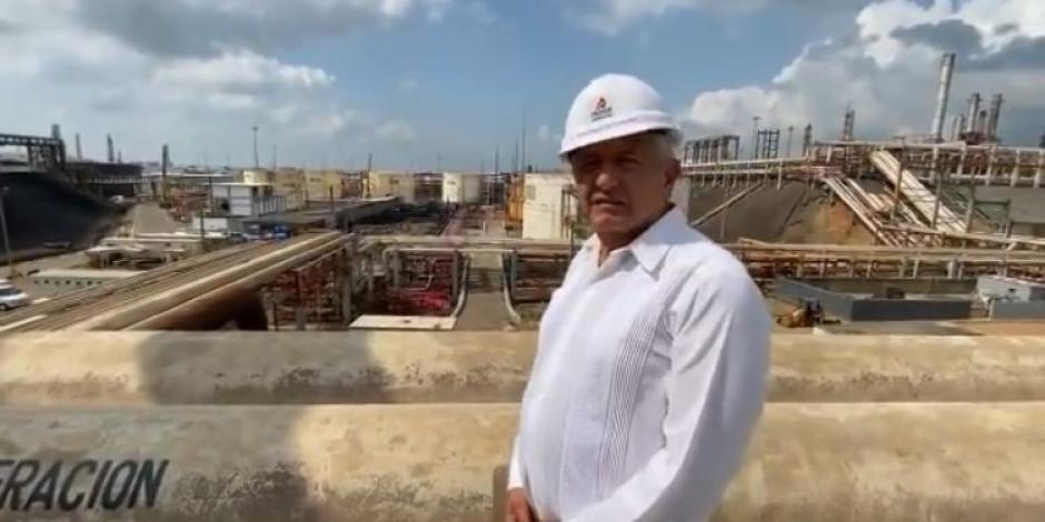 AMLO en refinería de Minatitlán