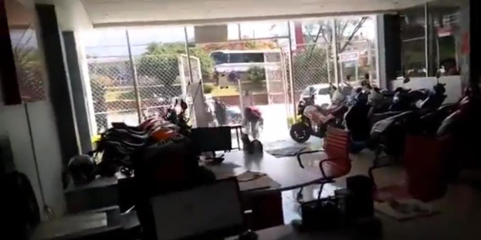 Marcha de Normalistas en Oaxaca deja dos heridos e inmuebles vandalizados