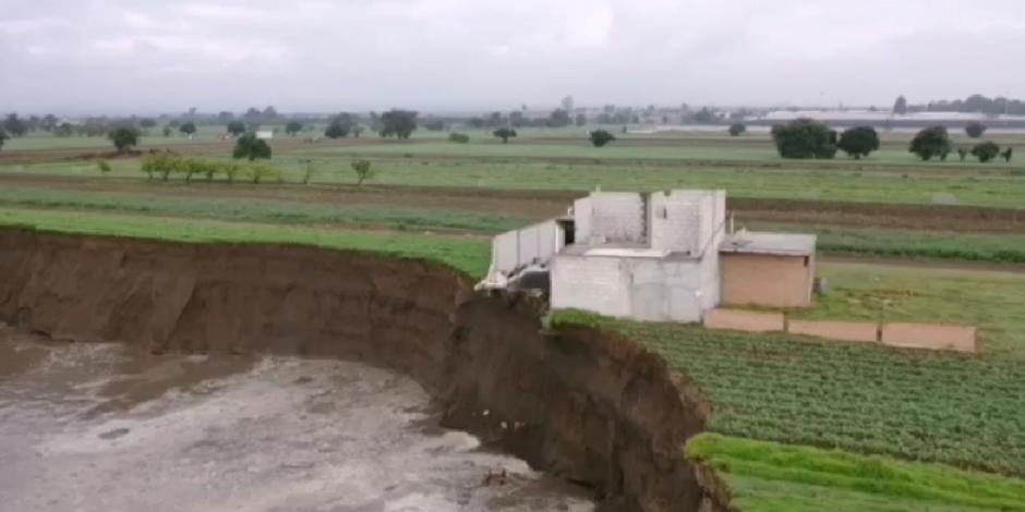 Para este jueves, el socavón originado en Santa María Zacatepec, Puebla, tenía un diámetro de 80 metros.
