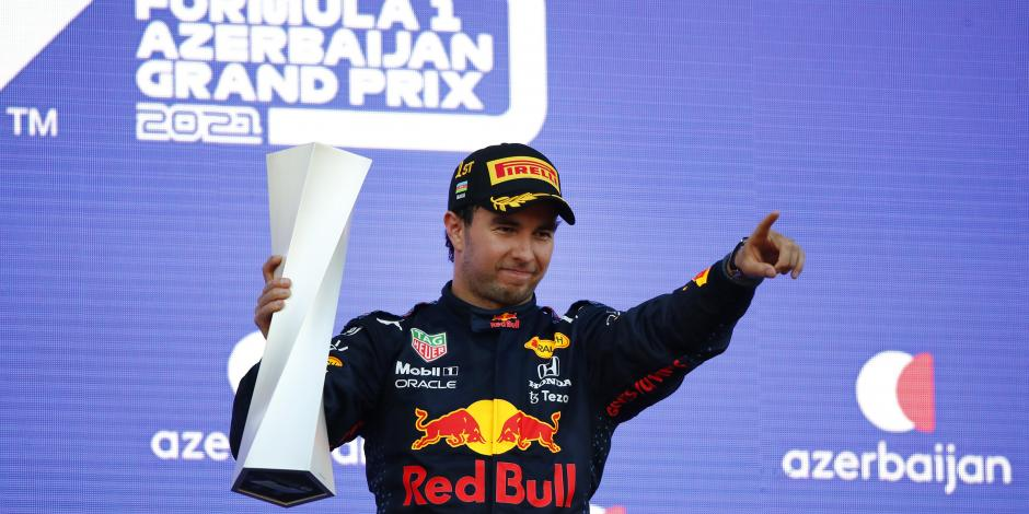 F1: ¡HISTÓRICO! Checo Pérez gana el Gran Premio de Azerbaiyán, tras choque de Verstappen
