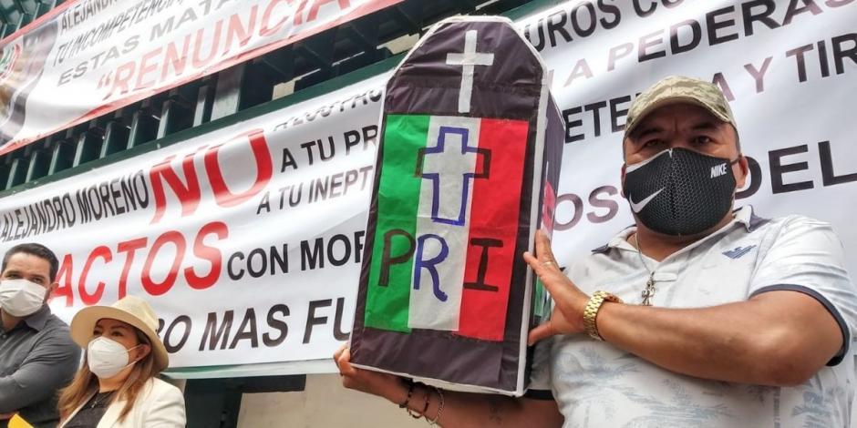 Priistas exigen renuncia de Alejandro Moreno