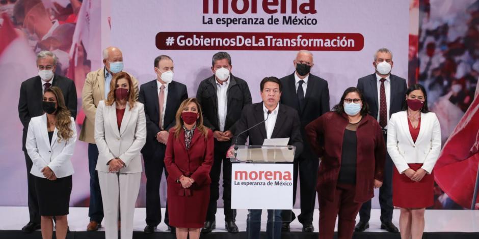Gobernadores electos de Morena con el presidente nacional del partido, Mario Delgado, este miércoles.