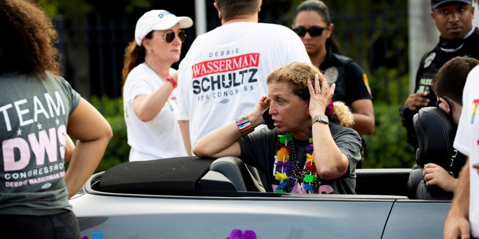 Automovilista atropella a personas en desfile LGBT+ en Florida; reportan 1 muerto