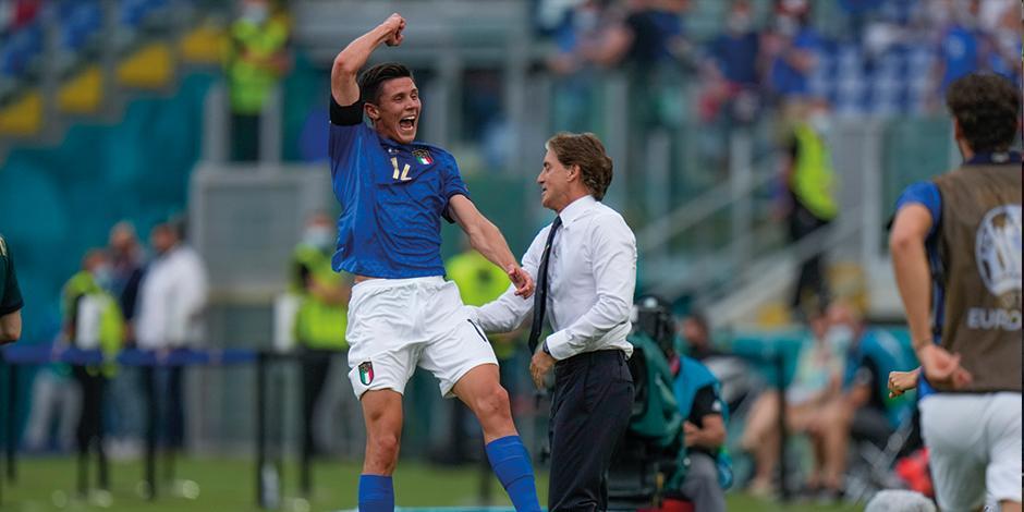 Pessina celebra la anotación con la que Italia ganó, ayer, a Gales.