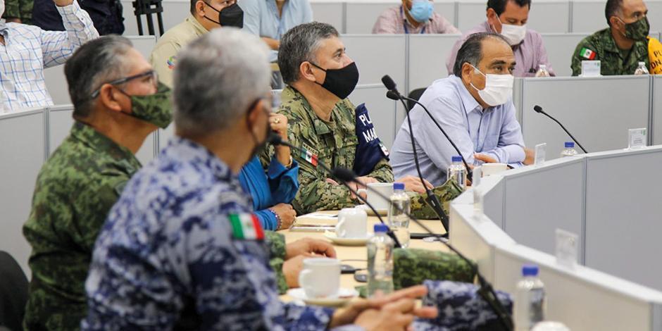 Héctor astudillo, gobernador, en la sesión de Protección Civil, ayer.
