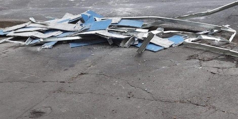 Cae estructura de puente peatonal de la estación del Metro CDMX Villa de Cortés de la L2
