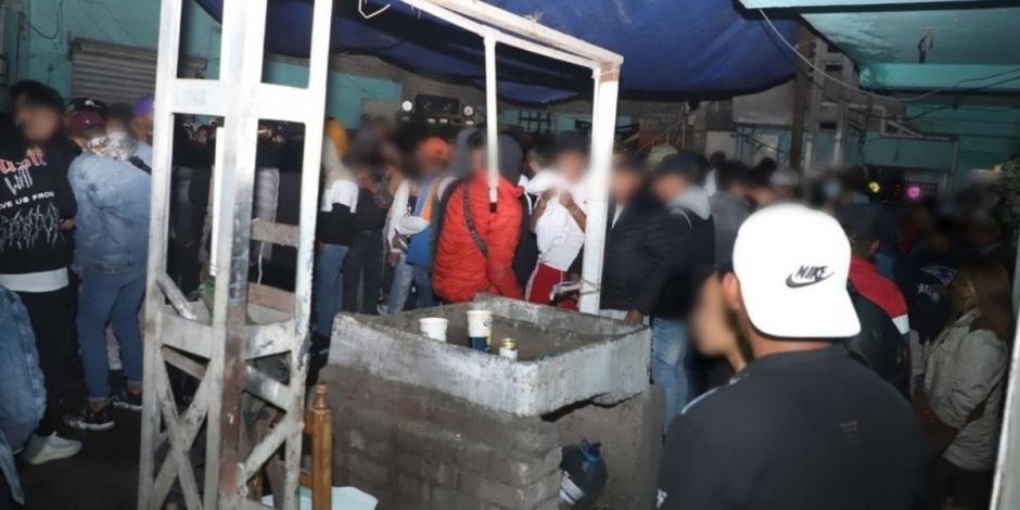 Dispersan a 400 jóvenes en fiestas en Ecatepec