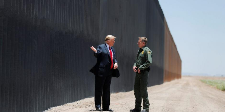 Donald Trump en la frontera entre México y Estados Unidos, en foto de archivo.