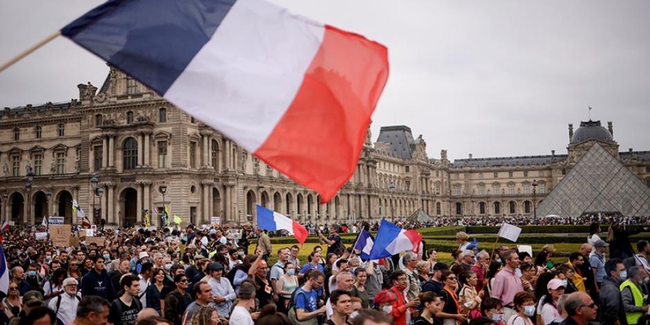 Francia manifestaciones contra vacunación COVID-19