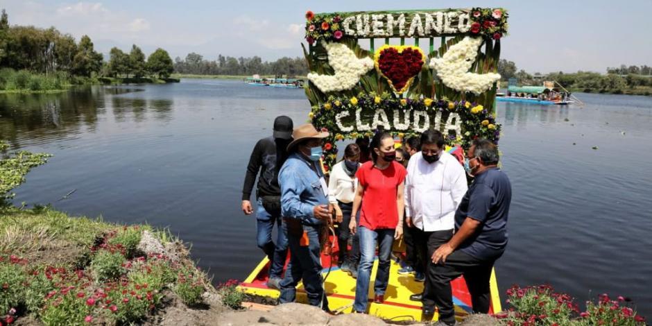 Vecinos de Xochimilco reciben a Claudia Sheinbaum al grito de