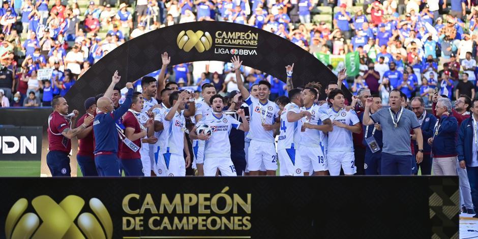 Cruz Azul levanta otro título y es el Campeón de Campeones (VIDEO)
