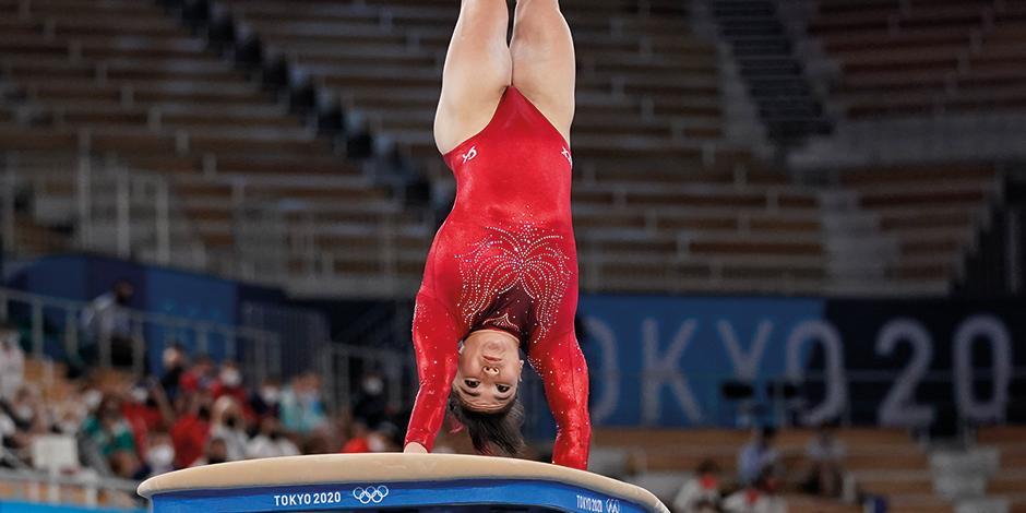 la primera competencia de Alexa Moreno fue el Campeonato de Gimnasia Pacific Rim 2010; ganó el bronce en salto de caballo.