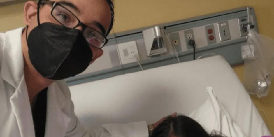 médico junto a niña que tuvo covid-19 critica clases presenciales