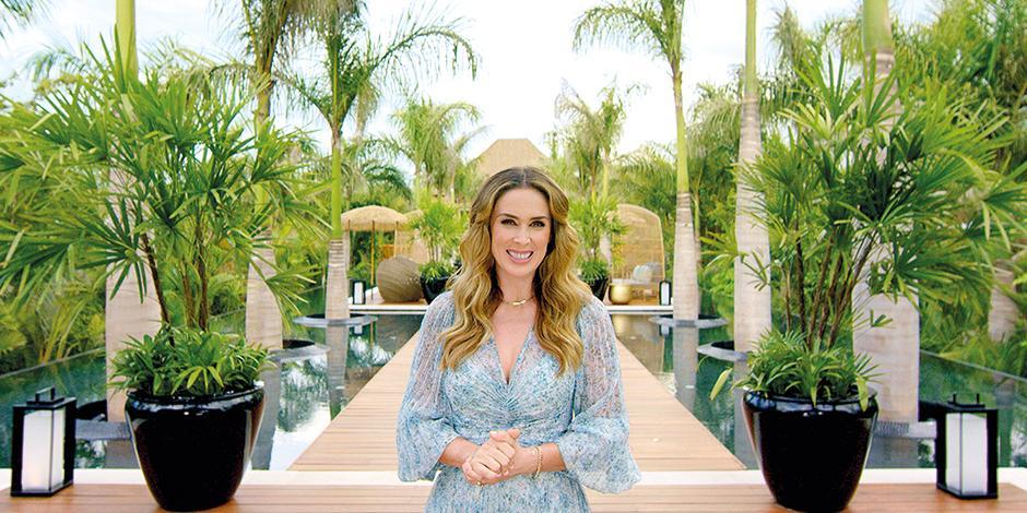 Jacqueline Bracamontes  disfruta de las exclusivas albercas  de Vidanta Nuevo Vallarta.