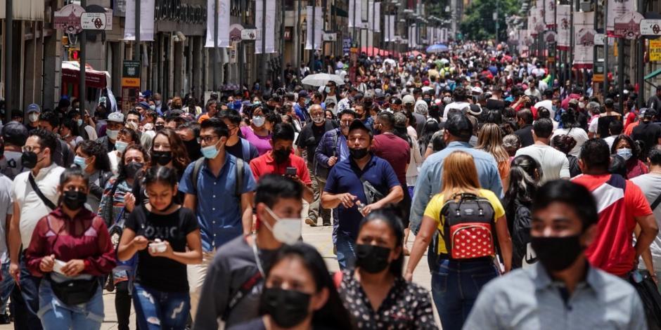 Visitantes en el primer cuadro de la capital. La ciudad entrará en su tercer semana consecutiva en semáforo naranja por Covid-19.