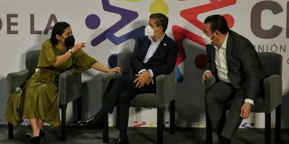 SANDRA CUEVAS, Giovani Gutiérrez y Gerardo Quijano, ayer en conferencia.