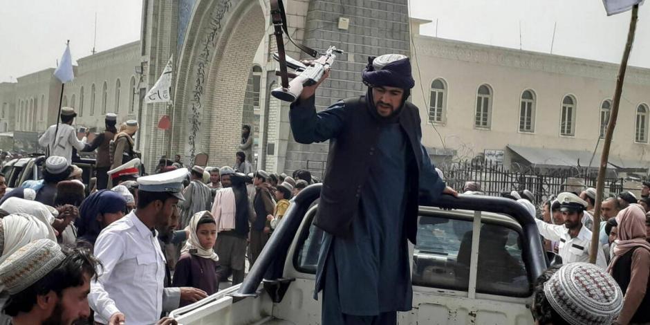 Talibanes celebran su toma de Afganistán en juegos infantiles