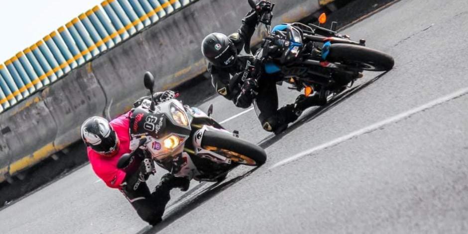 Motociclistas en la carretera