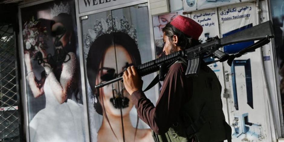 talibanes matan a mujer