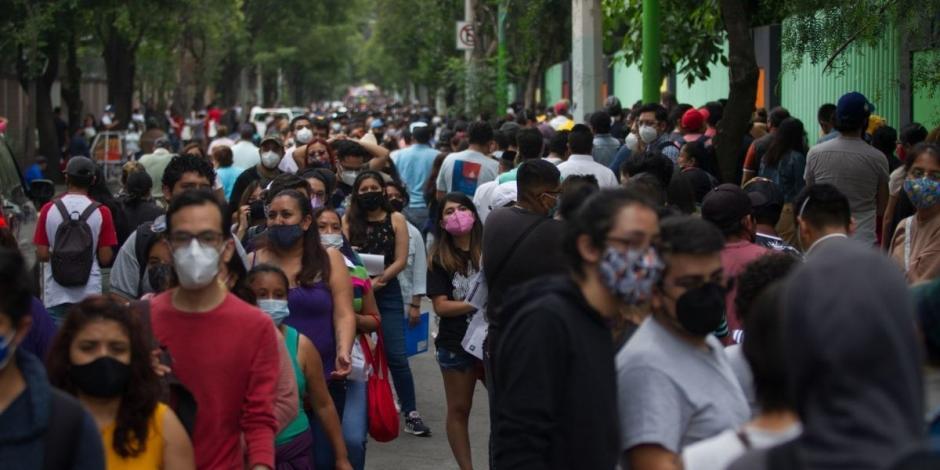 Saturan centros de vacunación en Xochimilco