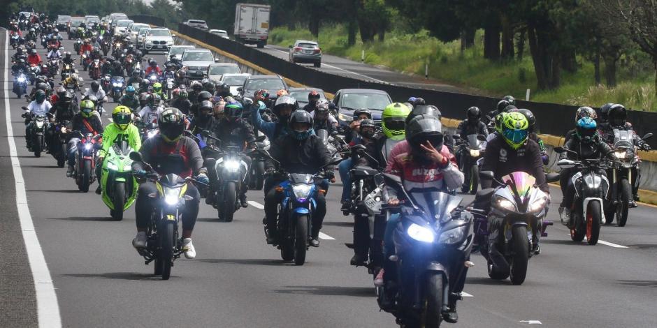 Motociclistas realizan rodada en honor a fallecidos de la México-Cuernavaca