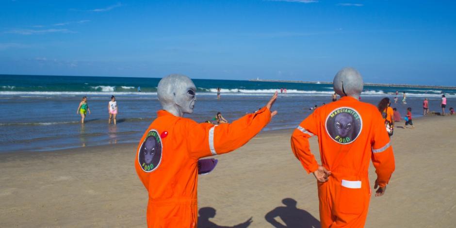 Algunos habitantes de Tampico bromean, y otros aseguran, que los marcianos son protectores de la ciudad