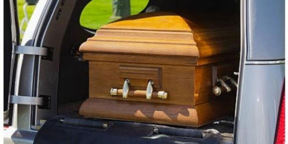 Hombre armado se roba carroza fúnebre con todo y cadáver