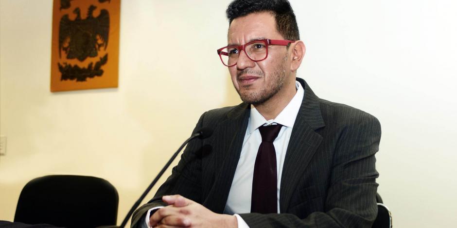 Iván Ruiz García, director de Instituto de Investigaciones Estéticas de la UNAM, hace comentarios que normalizan la violencia contra la mujer.