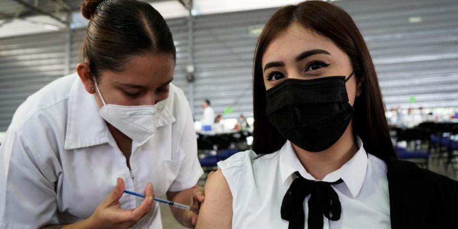 Continúa la vacunación contra el Covid-19 a jóvenes de 18 a 29 años en las alcaldías Iztacalco y Tlalpan, quienes recibieron su segunda dosis.
